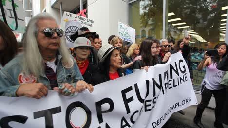 Jane-Fonda-Lidera-Manifestantes-En-Hollywood-Que-Marchan-Contra-El-Oleoducto-5-De-Dakota-Access