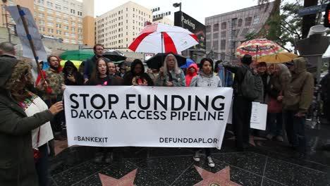 Nativos-Americanos-En-Hollywood-Marchando-Y-Cantando-Contra-El-Oleoducto-De-Acceso-Dakota-2
