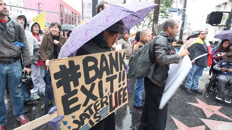Native-Americans-in-Hollywood-marching-and-chanting-against-the-Dakota-access-pipeline-3