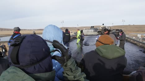 Federal-agents-stand-off-against-crowds-of-protestors-at-the-Dakota-Access-Pipeline-in-North-Dakota-3