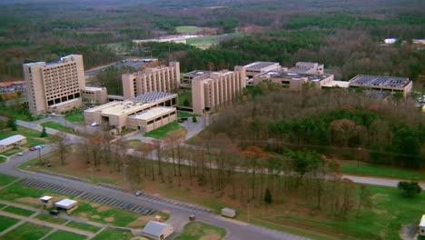 Antena-Sobre-El-Cuartel-General-Militar-Del-Ejército-De-Marina-De-Quantico-En-Virginia-1