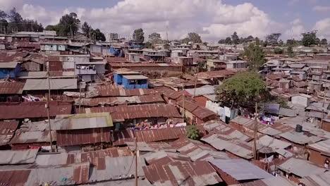 Bemerkenswerte-Luftaufnahme-über-Riesigen-übervölkerten-Slums-In-Kibera-Nairobi-Kenia-Afrika-1