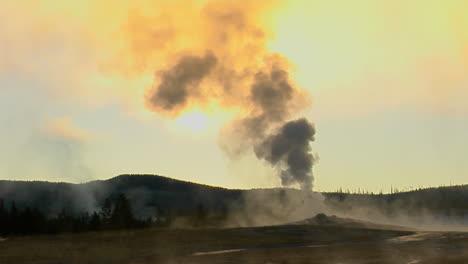 Dampfprobleme-Von-Alten-Gläubigen-Im-Yellowstone-Nationalpark