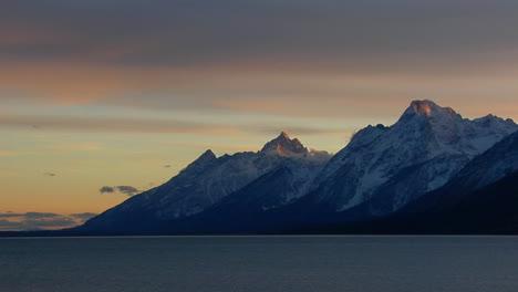 Sonnenlicht-Leuchtet-Auf-Den-Spitzen-Der-Berggipfel-In-Den-Großen-Tetons