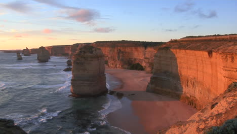 Rock-Formations-Known-As-The-Twelve-Apostles-Stand-Out-On-The-Australian-Coast-2