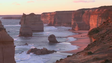 Rock-Formations-Known-As-The-Twelve-Apostles-Stand-Out-On-The-Australian-Coast-3