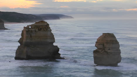 Rock-Formations-Known-As-The-Twelve-Apostles-Stand-Out-On-The-Australian-Coast-4