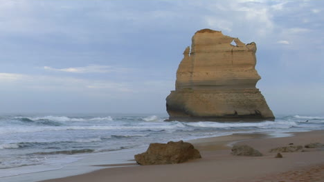 Rock-Formations-Known-As-The-Twelve-Apostles-Along-The-Australian-Coast-3