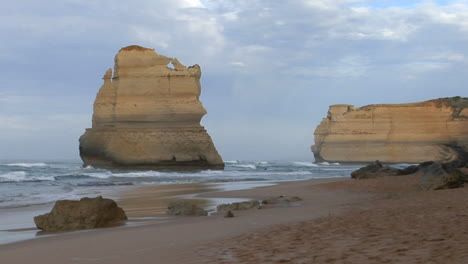 Rock-Formations-Known-As-The-Twelve-Apostles-Along-The-Australian-Coast-4