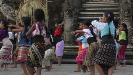 Girls-Practice-The-Legong-Dance-At-A-Balinese-Dance-School-2