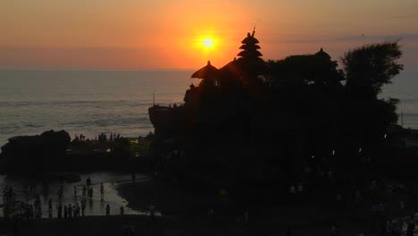 El-Sol-Siluetas-El-Templo-Pura-Tanah-Lot-En-Bali-Indonesia