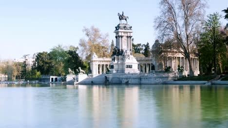 El-Retiro-Lake-00