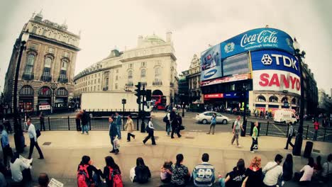Piccadilly-Circus-Time-Lapse-1