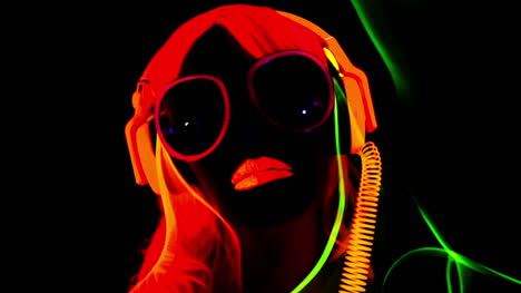 Glowing-UV-Woman-07