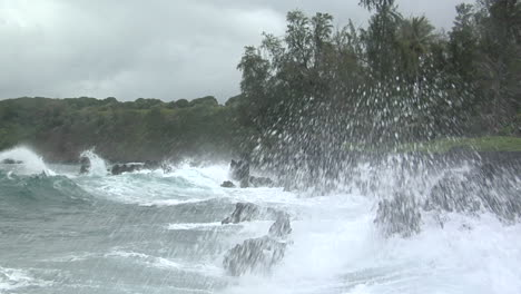 A-Large-Pacific-Storm-Batters-Hawaii-With-Large-Waves