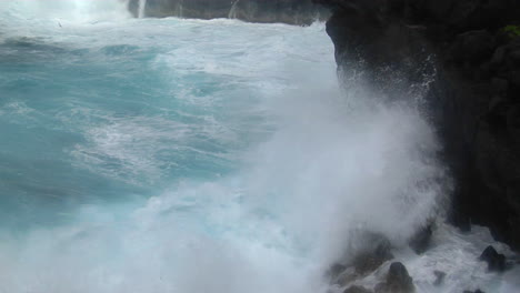 A-Large-Pacific-Storm-Batters-Hawaii-With-Large-Waves-1