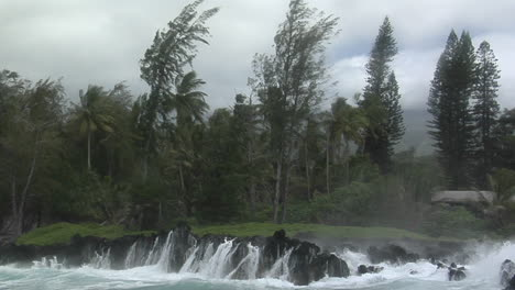 A-Large-Pacific-Storm-Batters-Hawaii-With-Large-Waves-5