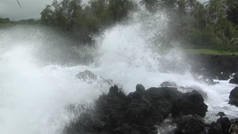 A-Large-Pacific-Storm-Batters-Hawaii-With-Large-Waves-13