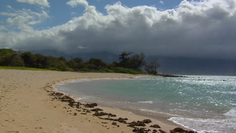 Waves-Roll-Into-A-Beautiful-White-Sand-Beach-In-Hawaii