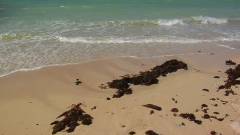 Waves-Roll-Into-A-Beautiful-White-Sand-Beach-In-Hawaii-1