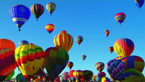 Colorful-Balloons-Rise-Above-The-Albuquerque-Balloon-Festival-3