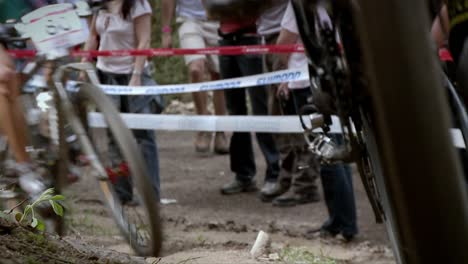 Bicyclists-race-as-a-crowd-watches