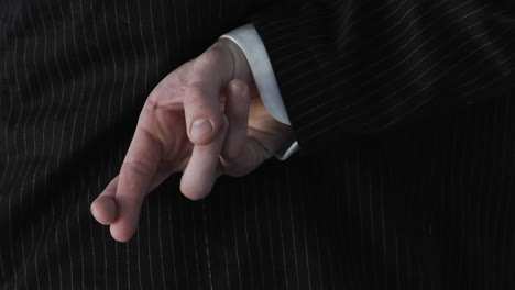 A-businessman-crosses-his-fingers-behind-his-back-1