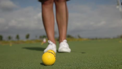 Woman-Playing-Golf-01
