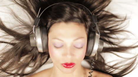 Young-Woman-Headphones-Mix-00