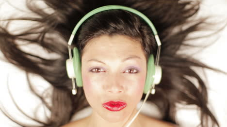 Young-Woman-Headphones-Mix-04