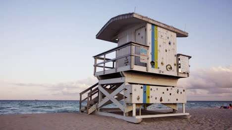 Lifeguard-Hut-00