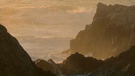 Winter-waves-and-surf-pound-the-rocks-of-the-Big-Sur-Coast-of-California