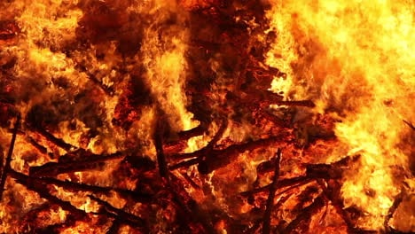 Close-up-of-a-huge-bonfire-raging-at-night