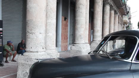 Old-cars-parked-on-the-street-of-old-Havana-Cuba