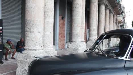 Alte-Autos-Geparkt-Auf-Der-Straße-Von-Alt-Havanna-Kuba