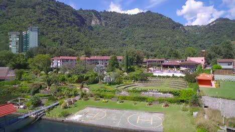 Antenne-über-Einem-Herrenhaus-Oder-Einer-Villa-Am-Ufer-Des-Amatitlan-Sees-In-Guatemala-1