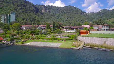 Antenne-über-Einem-Herrenhaus-Oder-Einer-Villa-Am-Ufer-Des-Amatitlan-Sees-In-Guatemala-2