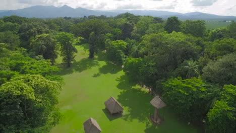 Una-Toma-Aérea-De-Las-Ruinas-Mayas-De-Quirigua-5