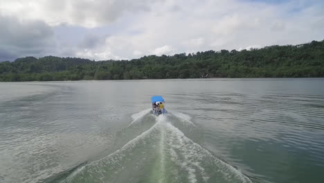 A-motorboat-travels-on-the-Rio-Dulce-River-in-Guatemala