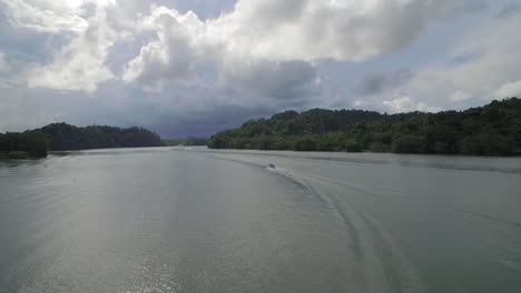 A-motorboat-travels-on-the-Rio-Dulce-River-in-Guatemala-1