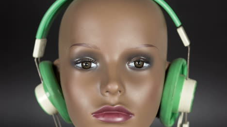 Mannequin-in-Headphones-01