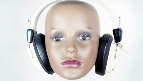 Mannequin-in-Headphones-03