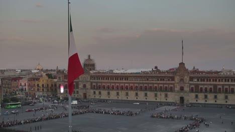 Cambio-de-bandera-de-la-Ciudad-de-México1