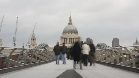 Timelapse-of-Millennium-Bridge-in-London-03