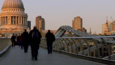 Londons-Millennium-Bridge-04