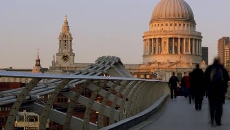 Londons-Millennium-Bridge-05