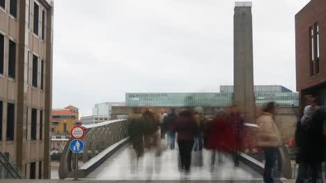 Timelapse-of-Millennium-Bridge-in-London-01