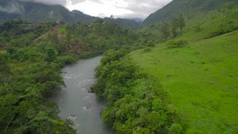 Eine-Antenne-über-Dem-Semuc-Champey-Fluss-In-Guatemala-5