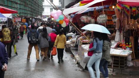 Grandes-Multitudes-Caminan-Por-Las-Calles-De-La-China-Moderna-2