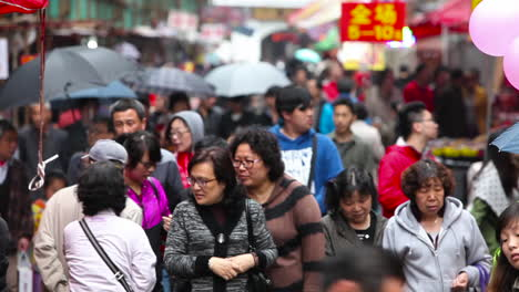 Huge-crowds-walk-on-the-streets-of-modern-day-China-5